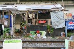 Slamsy dom pod mostem Zdjęcia Royalty Free