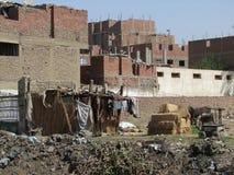 Slamsy scenerii pobocze w Giza fotografia royalty free