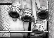 Slangen van brandvrachtwagen stock afbeelding