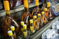 Slangwhisky voor Verkoop bij de Markt van BẠ¿ nThà nh in Ho Chi Mihn City stock afbeeldingen