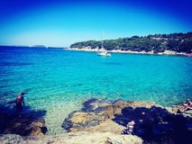 Slanica-Strand in Murter, Kroatien lizenzfreie stockfotografie