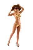 Slank flicka i guld- bikini royaltyfria bilder