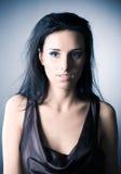 slank kvinna för brunettstående royaltyfria foton