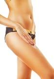 Slank kvinna med kräm på det högra benet Fotografering för Bildbyråer