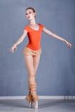 Slanke ballerina die dans repeteren Op tiptoe royalty-vrije stock afbeeldingen