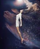 Slanke en geschikte balletdanser stock fotografie