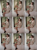 Slanke jonge mannequin die witte laag in raamkozijn dragen Mooie sexy modieuze vrouw met lichtbruin krullend haar Royalty-vrije Stock Foto
