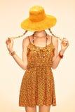 Slanke modelvrouw die van schoonheids de speelse boho pret hebben Stock Foto's