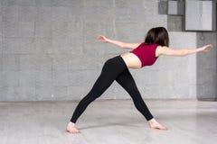 Slanke vrouw die sportoefening doen Royalty-vrije Stock Fotografie