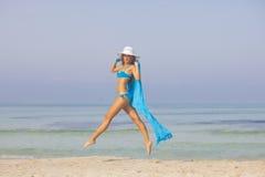 Slanke vrouw op vakantie of vakantie stock foto's
