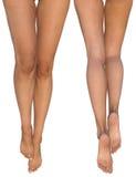 Slanke vrouwelijke benen met uitgerekte uit voeten - voor en achtermeningen Stock Foto's