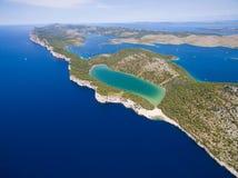 Slano湖的鸟瞰图在自然公园Telascica,克罗地亚, 库存照片