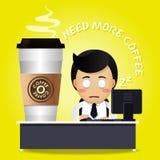 Slaperige mens die aan computer en vele grote koffiekoppen werken Stock Foto
