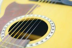 slapp fokus Abstrakt akustisk gitarr Arkivbild