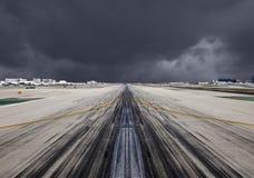 Sträng storm för SLAPP landningsbana Arkivfoto