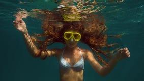 slapp undervattens- sikt för blåa färger Arkivbild