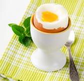 Slappa kokt ägg Fotografering för Bildbyråer
