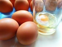 slappa kokt ägg Arkivfoto