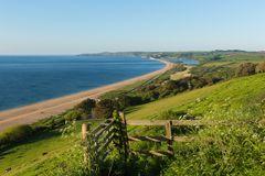 Slapton piaski Devon z plaży laguną i wybrzeżem fotografia royalty free