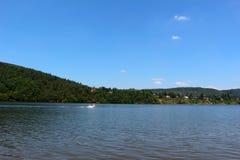 Slapy fördämning på den Vltava floden Arkivbilder