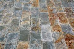 Slate il minerale grigio e nero giallo che pavimenta o cammini struttura di modo fotografia stock libera da diritti