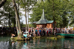 SLAVGOROD, БЕЛАРУСЬ - 16-ОЕ АВГУСТА: Голубое Krynica массовое паломничество для излечивать к курортам 16-ое августа 2013 меда в S Стоковые Изображения