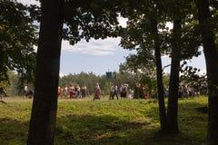 SLAVGOROD VITRYSSLAND - AUGUSTI 16: Den blåa Krynicaen samlas pilgrimsfärden för att läka till Honey Spas August 16, 2013 i Slavg Arkivbild