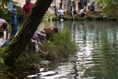 SLAVGOROD, WEISSRUSSLAND - 16. AUGUST: Das blaue Krynica Massenpilgerfahrt für das Heilen zu Honey Spas August 16, 2013 in Slavgo Lizenzfreie Stockfotos