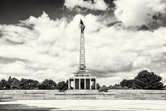 Slavin är den minnes- monument- och militärkyrkogården i Bratisl Arkivbild