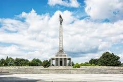 Slavin è il monumento commemorativo ed il cimitero militare in Bratisl Immagine Stock
