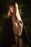 Slavonianmeisje in het diepe bos Royalty-vrije Stock Fotografie