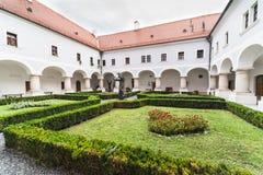 Slavonski Brod, Croacia, monasterio franciscano de la trinidad santa imagenes de archivo