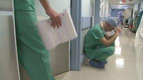 Slecht nieuws van chirurg stock videobeelden