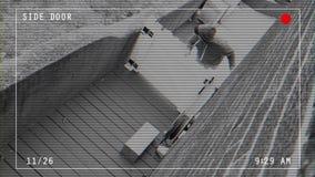 Slecht videovoer met bekledingen van pakket van het rovers stealing huis stock footage