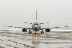 Slecht weer bij de luchthaven Thema'sweer en vertraging of geannuleerde vlucht stock foto