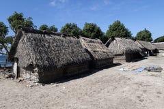 Slechte gatherers van het hutzeewier, Nusa Penida, Indonesië stock afbeelding