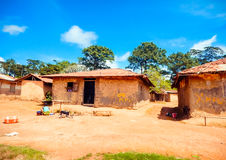 Slechte huisvesting de lokale bevolking Liberia, Afrika Stock Foto