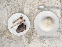 Slechte maaltijd van rijst en visgraten Royalty-vrije Stock Afbeeldingen