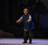"Slechte oude Opera grootmoeder-Peking die Tiger Montain By Strategyâ €  ""Taking royalty-vrije stock afbeeldingen"