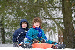 sledding的孩子 图库摄影