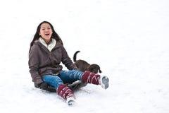 sledging与她的狗的女孩 免版税库存照片