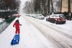 sledging在城市的冬天 免版税库存图片