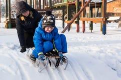 Sledging мальчик Стоковая Фотография RF