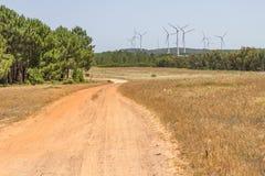 Sleep en windlandbouwbedrijf in de berg stock foto's