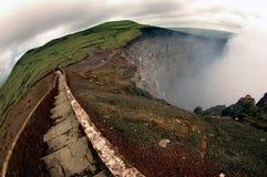 Sleep op de rand van de vulkaan Royalty-vrije Stock Afbeeldingen