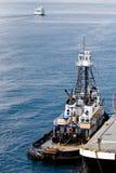 Sleepboot bij Schip Royalty-vrije Stock Foto's