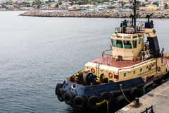 Sleepboot met Bandbumpers in St Kitts Stock Fotografie