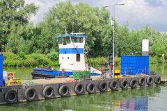 Sleepboot op de dok Nederlandse scheepswerf. royalty-vrije stock afbeelding
