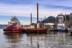Sleepbootboten in het platteland dat van Oregon worden vastgelegd stock foto
