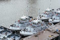 Sleepboten van de Franse die Marine in de haven wordt vastgelegd royalty-vrije stock fotografie